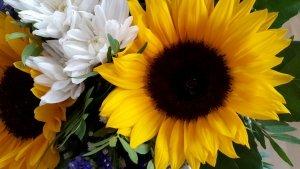 Blumenstrauss mit Sonnenblumen zum Muttertag