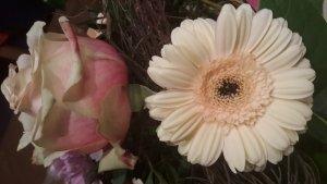 Blumenstrauss mit Gerbera und Rosen zum Muttertag